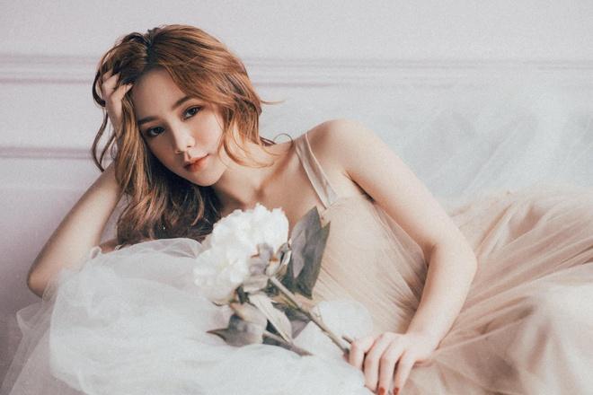 Hai hot girl bong bi 'nem da' vi vai dien ke thu ba tren phim hinh anh 1