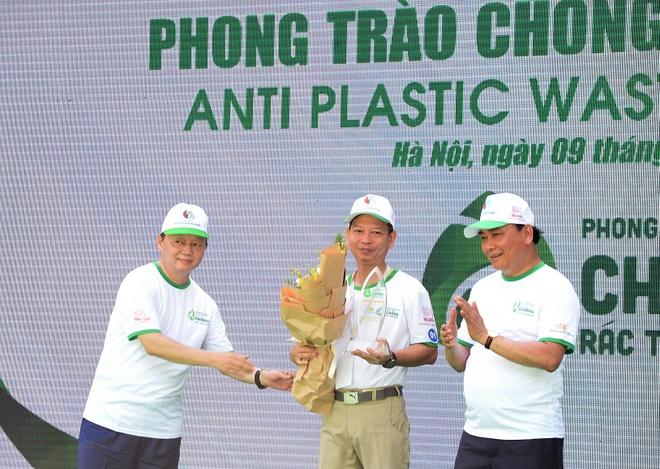 Thủ tướng xuống phố, cùng người trẻ tham gia phòng chống rác thải nhựa