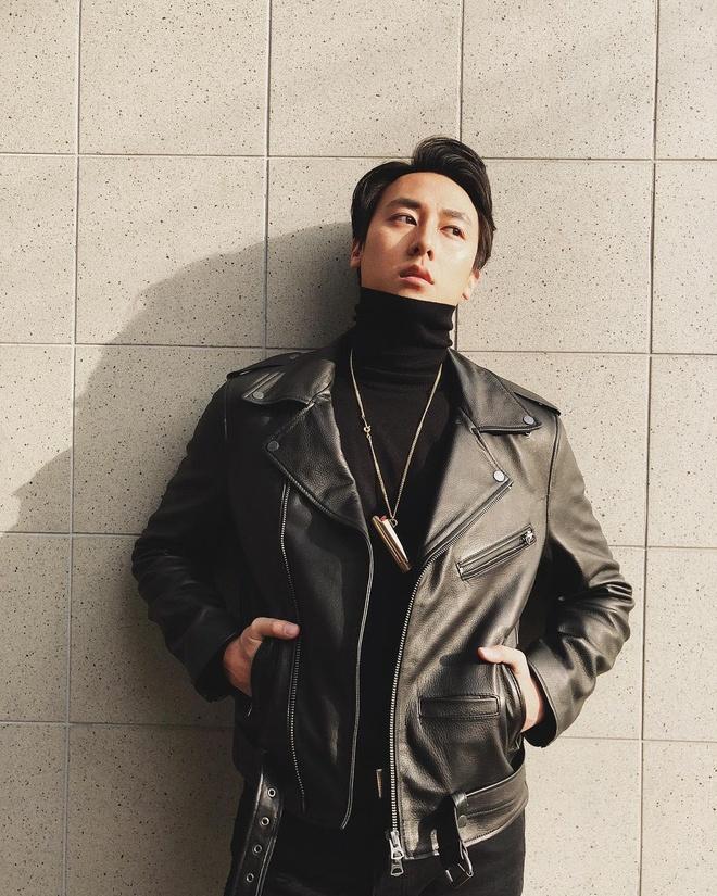 Rocker Nguyen khoe bung 6 mui, dan lay lai ngoai hinh sau khi 'o an' hinh anh 6