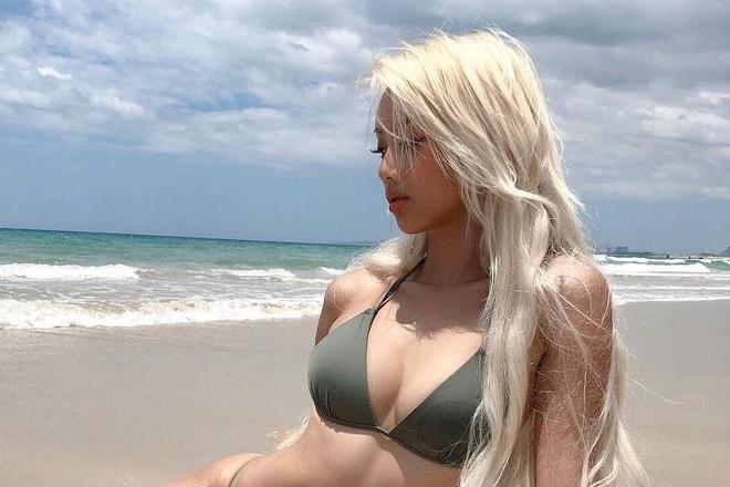 Hot girl lai Viet - Trung chia se ky niem du lich Viet Nam hinh anh