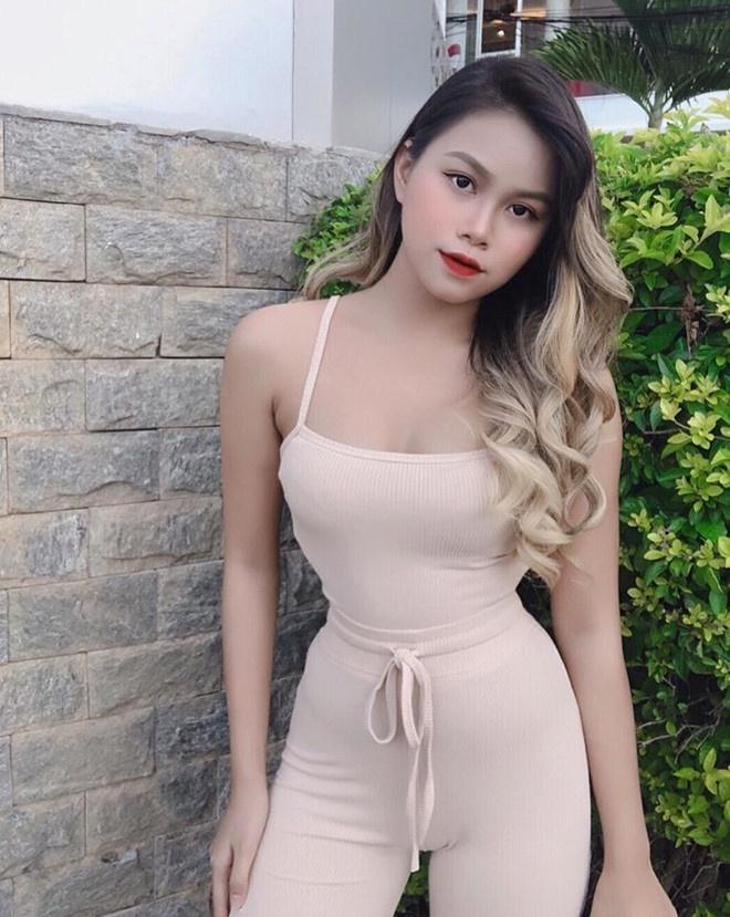 Hot girl 2K3 nguoi lai 3 dong mau, nguoi duoc chu y vi goi cam hinh anh 4