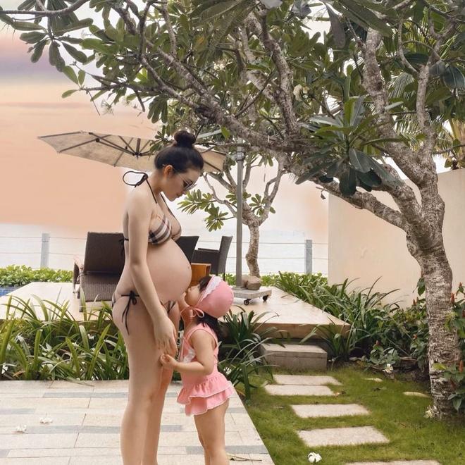 Hai rich kid cham dien bikini khoe bung bau goi cam hinh anh 14 tr.thuhuong_71671156_164895087934395_8591415941863936159_n.jpg