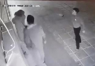 Bo co gai bi hanh hung o Linh Dam: 'Con gai toi hien rat hoang loan' hinh anh