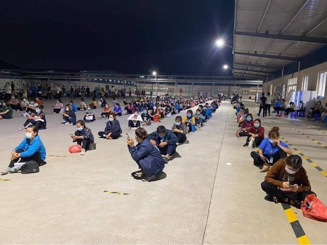Ngành y tế tỉnh Bắc Giang lấy mẫu xét nghiệm cho hàng nghìn công nhân làm việc tại các doanh nghiệp thuộc khu công nghiệp Vân Trung và Quang Châu. Ảnh: CDC Bắc Giang.
