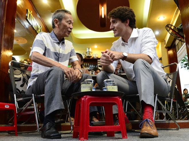 Dan Sai Gon to mo khi thu tuong Canada ngoi ca phe via he hinh anh