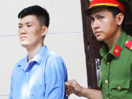 Can bo hai quan san bay Tan Son Nhat linh an vi tiep tay buon lau hinh anh