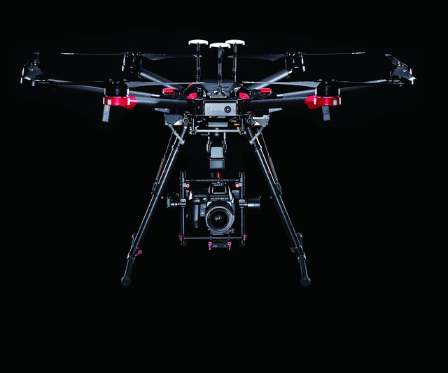 Drone gan camera 100 MP anh 1