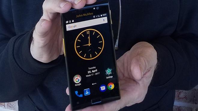 John McAfee gioi thieu smartphone 'bao mat nhat the gioi' hinh anh