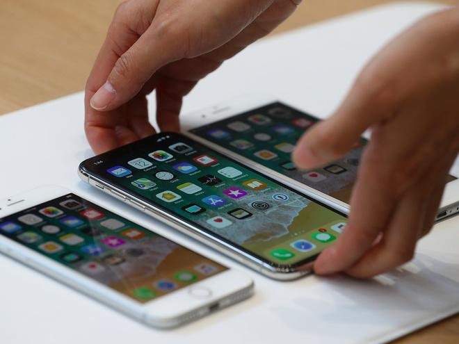 Ban iPhone X qua dat, Apple doi mat nhieu thach thuc hinh anh 1