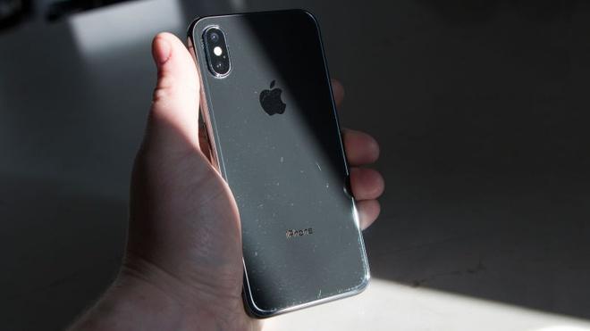 iPhone X cua toi de bi tray xuoc den muc kho hieu hinh anh 3