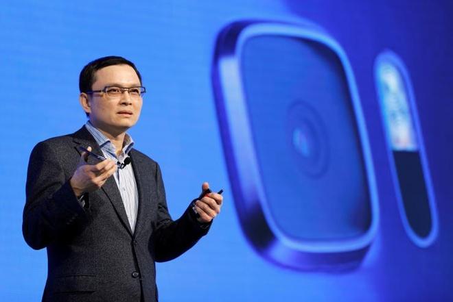 Giam doc mang smartphone cua HTC tu chuc hinh anh