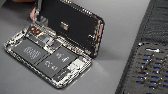 'Apple phai tuong trinh ly do ho khong de nguoi dung tu sua iPhone' hinh anh 1
