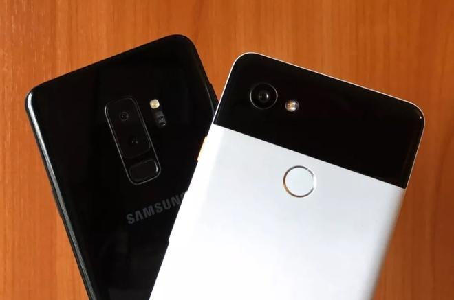 Phan mem hay phan cung la yeu to quyet dinh khi mua smartphone? hinh anh