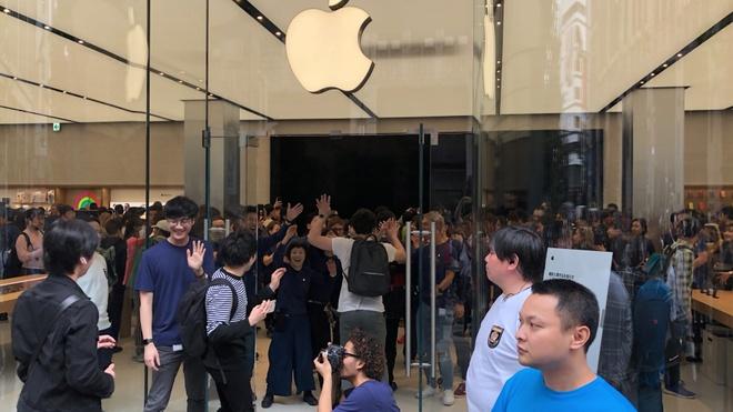 1.000 nguoi noi duoi nhau truoc Apple Store moi mo o Nhat Ban hinh anh 3