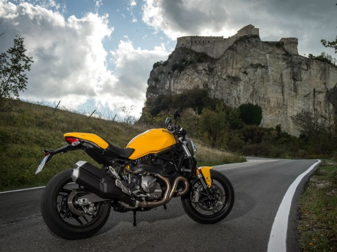 Ducati Monster 821 ban 2018 gia hon 14.200 USD tai An Do hinh anh 2