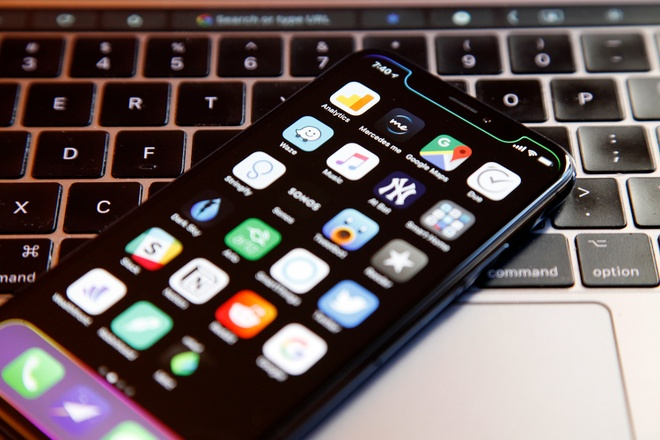 iOS 12 vo tinh he lo ve chiec iPhone X Plus co lon hinh anh