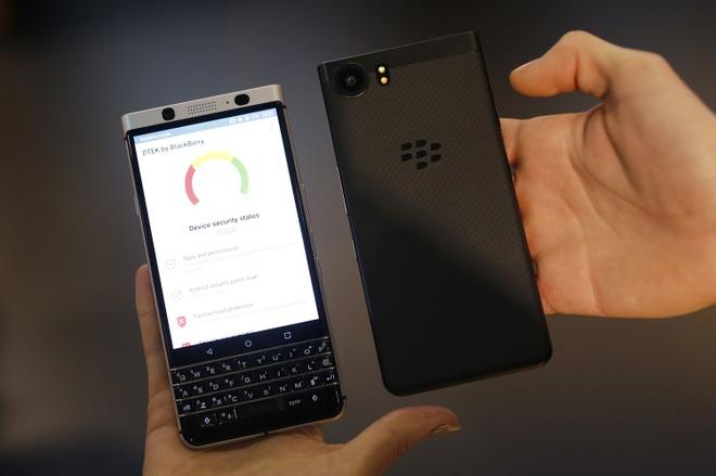 Di dong ban phim vat ly BlackBerry Key2 anh 2