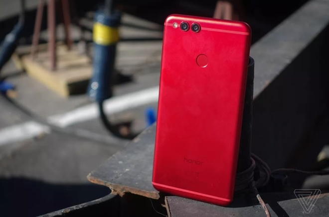 9 mau smartphone dap tan quan niem chi mau den moi dep hinh anh 7