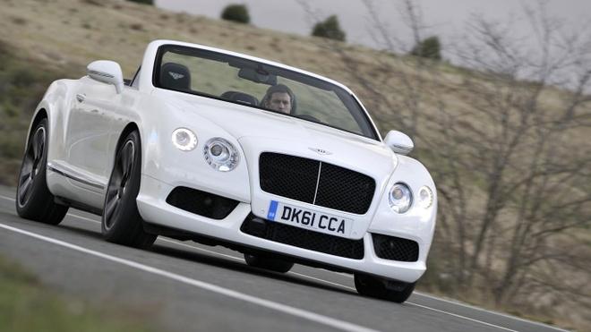 Dan xe 'khung' cua doi tuyen Anh: Tu Audi, Bentley cho den Lamborghini hinh anh 10