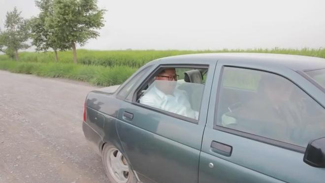 Bao Han: Ong Kim Jong Un di thi sat bang xe hoi cu cua Nga hinh anh