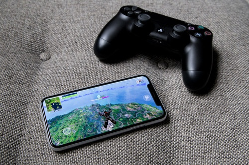 Fortnite - co may in tien ty USD trong lang game hinh anh