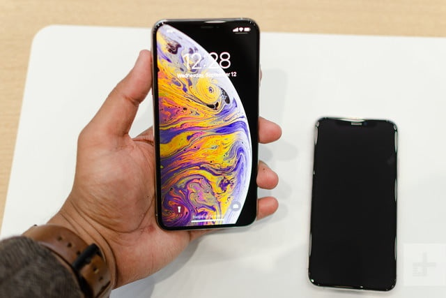 'Toi quyet dinh mua iPhone XS Max du gia cao' hinh anh