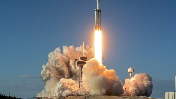 SpaceX cat va ha canh thanh cong Falcon 9 anh 1