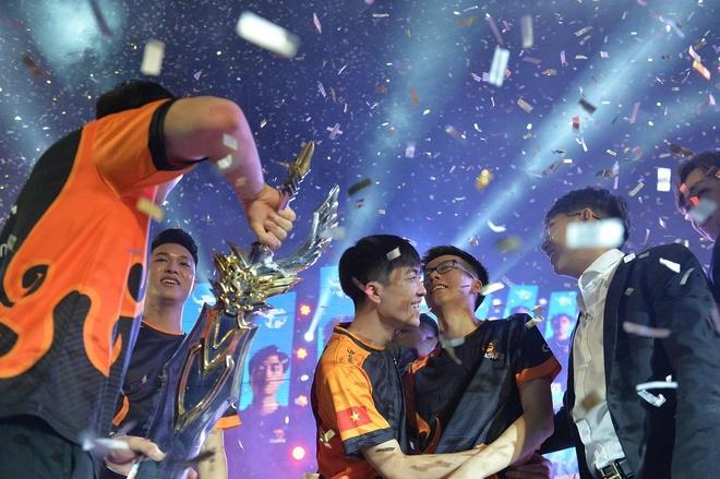 Xuan Bach: 'No ne danh hieu song Team Flash se khong dung lai' hinh anh