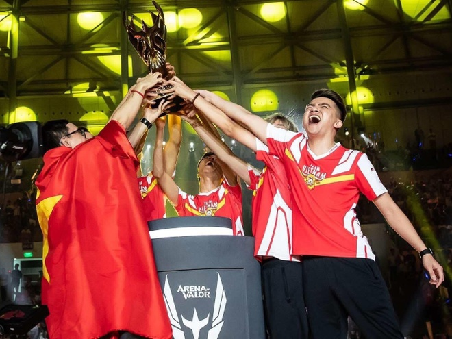 Giai Lien Quan the gioi AWC 2020 chinh thuc bi huy vi Covid-19 hinh anh 1 team_flash.jpeg