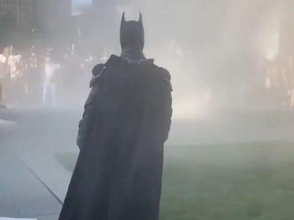 Batman xuat hien giua bieu tinh My anh 1