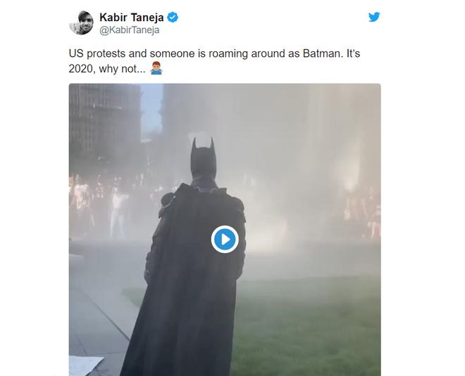 Batman xuat hien giua bieu tinh My anh 2