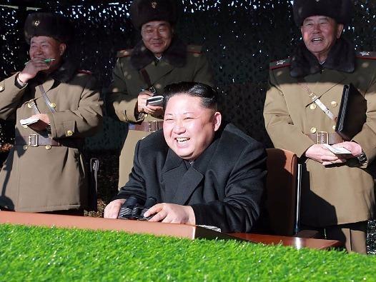 Kim Jong Un giam sat Trieu Tien thu dong co ten lua moi hinh anh