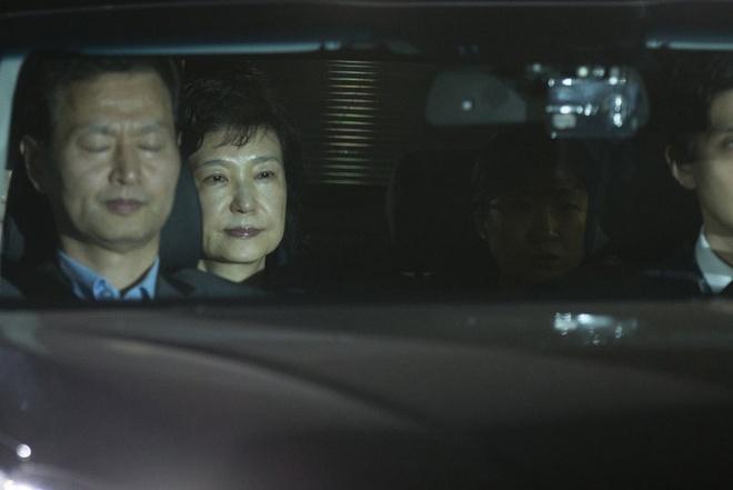 Park Geun Hye bi bat giu anh 2