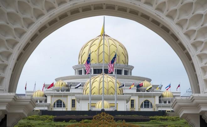 Hoang cung trang le cua tan vuong tre nhat Malaysia hinh anh 1