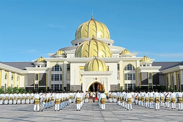 Hoang cung trang le cua tan vuong tre nhat Malaysia hinh anh 3