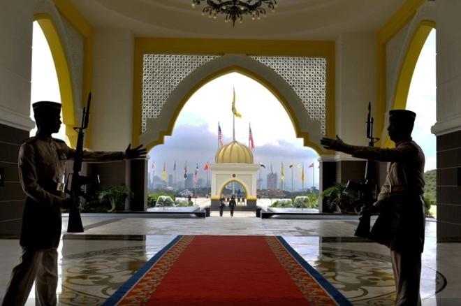 Hoang cung trang le cua tan vuong tre nhat Malaysia hinh anh 8