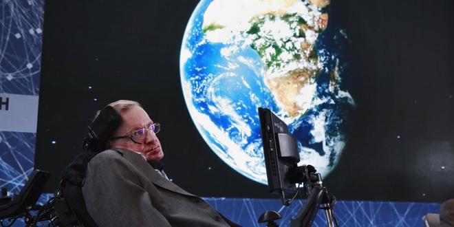 Stephen Hawking: Nhan loai chi con 100 nam de roi Trai Dat hinh anh 1