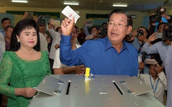 Dang cam quyen Campuchia thang ap dao hinh anh