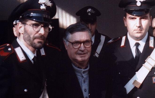 Ong trum mafia khet tieng Italy ra toa nam 1994 hinh anh