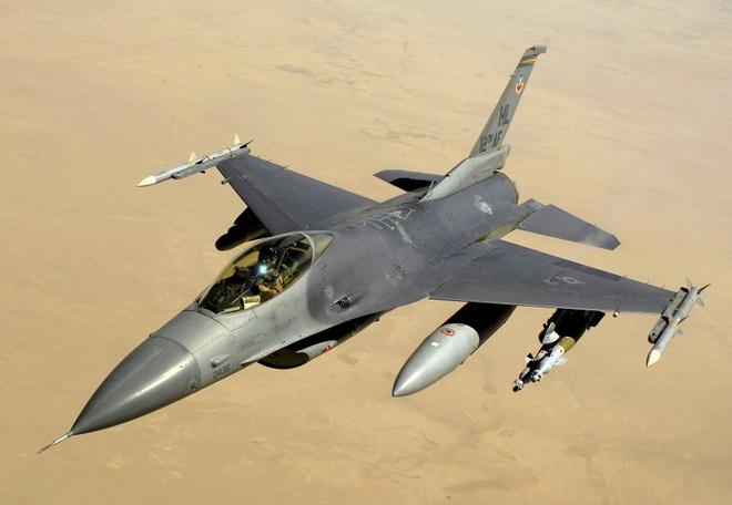 My dieu 12 may bay chien dau F-16 den Han Quoc hinh anh