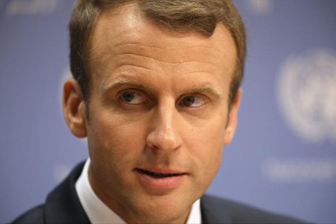 Tong thong Macron truot dai vi thai do ngao man, xa cach hinh anh