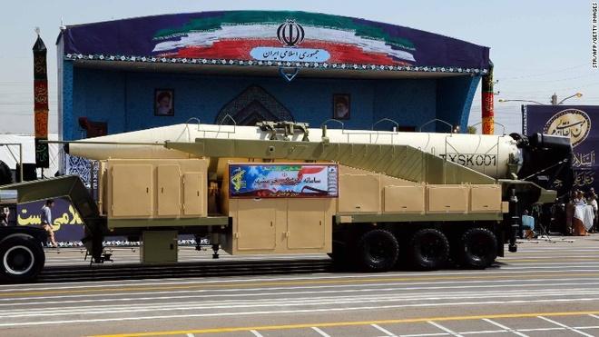 Iran thu thanh cong ten lua dan dao tam ban 2.000 km hinh anh 1