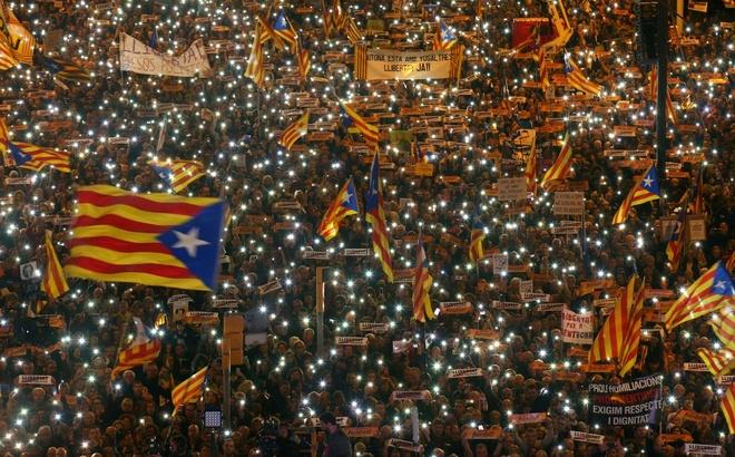Gan 25% nguoi Catalonia muon tach khoi Tay Ban Nha hinh anh