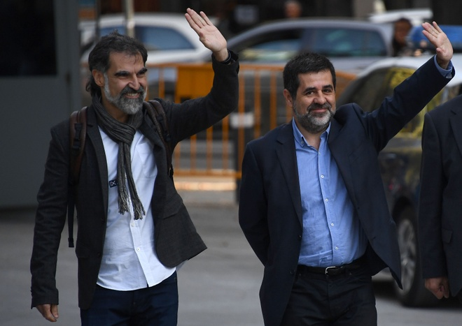 Cuu lanh dao Catalonia doi mat voi hiem nguy song trong tu hinh anh