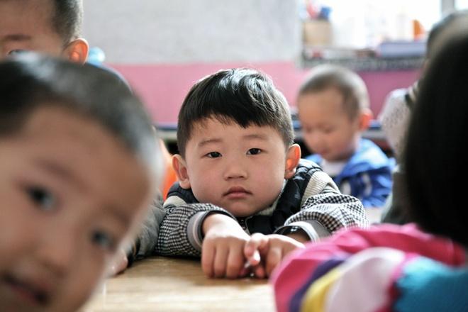 Dan Trung Quoc phan no vi vu bao hanh tre mau giao bi bo ngo hinh anh