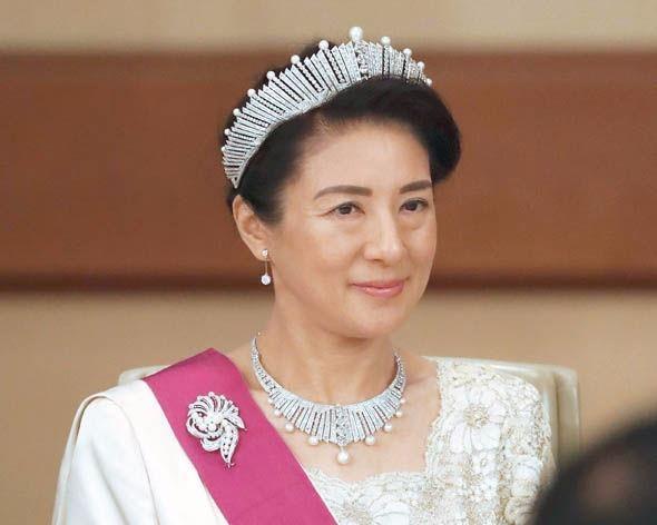 Thai tu phi Nhat Ban 'so hai' vien canh chong len ngoi vua hinh anh