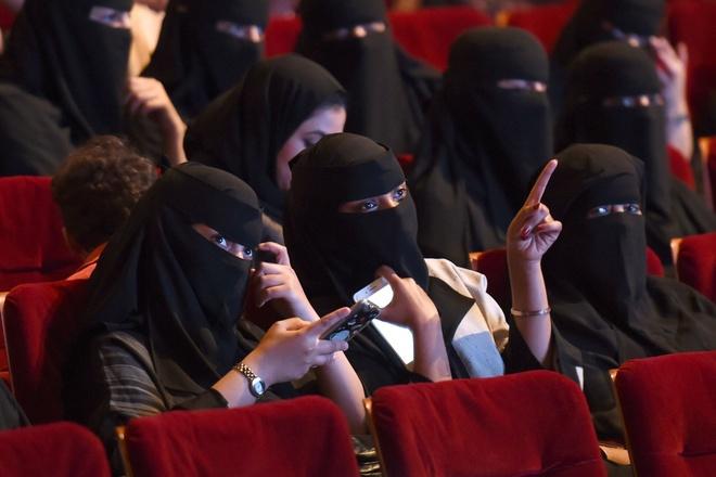 35 nam khong rap chieu bong, Saudi Arabia giai tri ra sao? hinh anh