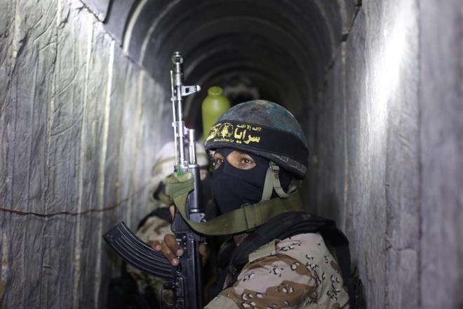 Israel pha duong ham xuyen bien gioi Israel, Ai Cap cua Hamas hinh anh