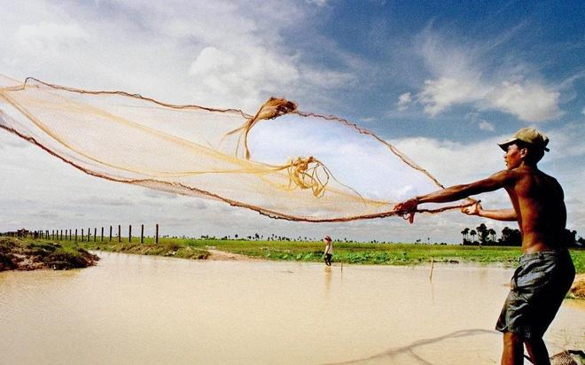 Ngư dân Campuchia tuyệt vọng bên bờ Hồ Tonle Sap
