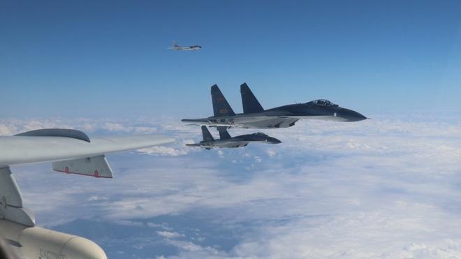 Trung Quoc dieu may bay Su-30, Y-8 toi gan Dai Loan thi uy hinh anh 1